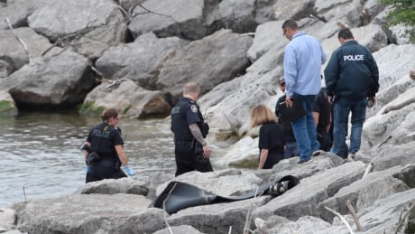 Man's body found floating in Lake Ontario east of Burlington Pier