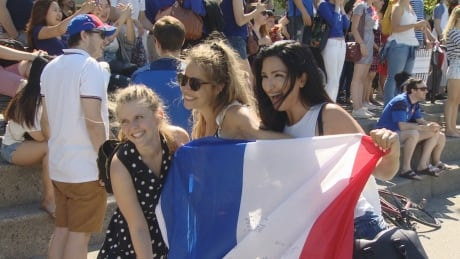 Croatian, French fans celebrate World Cup final in Vancouver