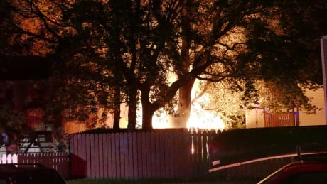 Large fire burns shed, fence in Saskatoon