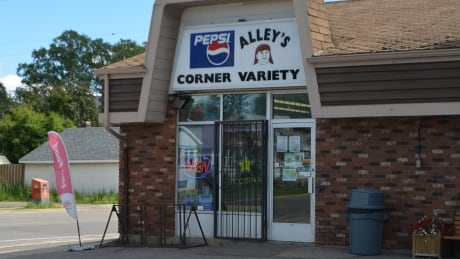 Thunder Bay police search for male suspect in Alley's Variety robbery