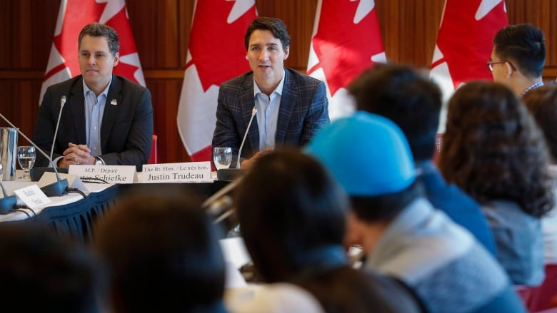 Members of Trudeau's youth council urge cancellation of Kinder Morgan buyout
