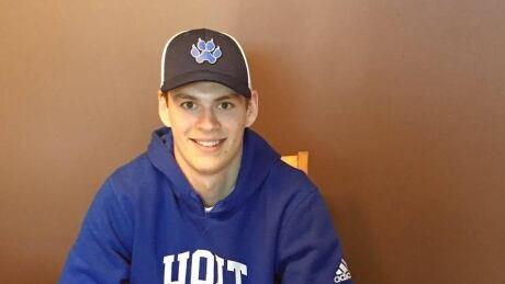 Humboldt Broncos player Matthieu Gomercic signs with Ontario university hockey team