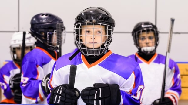 https://i.cbc.ca/1.4750288.1531949708!/fileImage/httpImage/image.jpg_gen/derivatives/16x9_620/youth-hockey-player.jpg