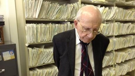 Dr. Stewart Holmes