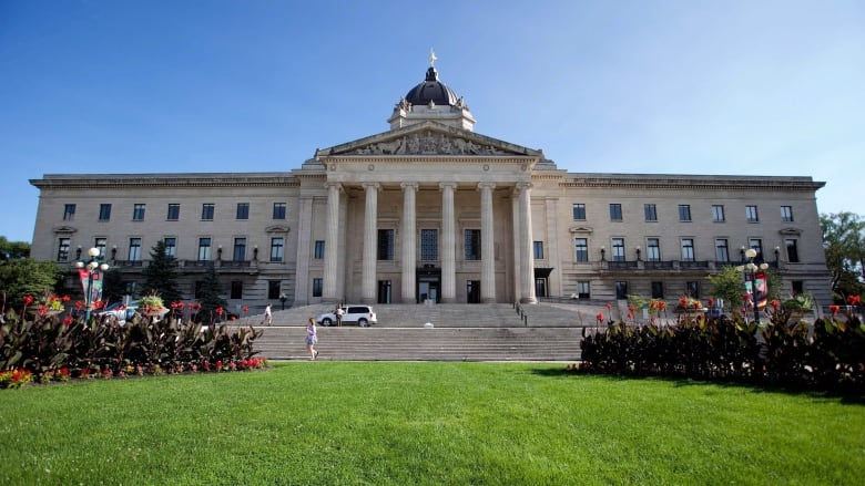 Manitoba needs to clarify law on government advertising