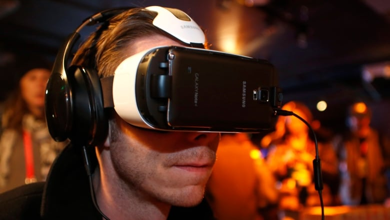 Virtual reality may help cure fear of heights, study says | CBC News