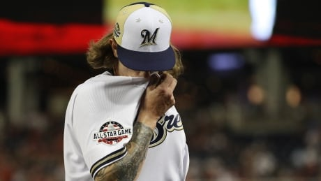Brewers' Hader apologizes to teammates for racist tweets