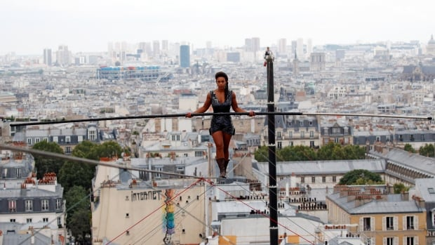 Tightrope walker stuns Parisians with high-wire feat