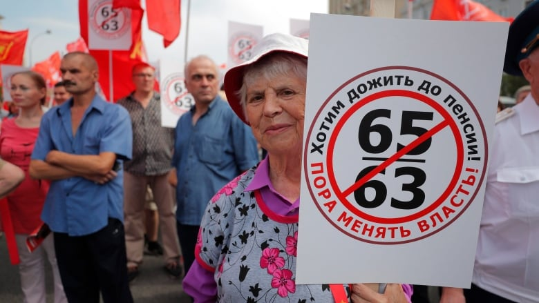 Russia: People across many cities decry pension age hike plan