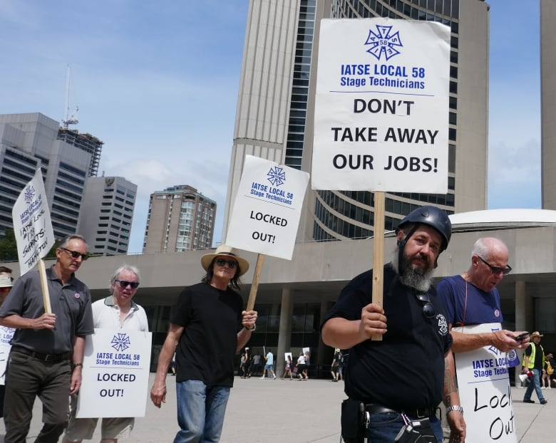 Hundreds of locked out stagehands rally at Toronto city hall