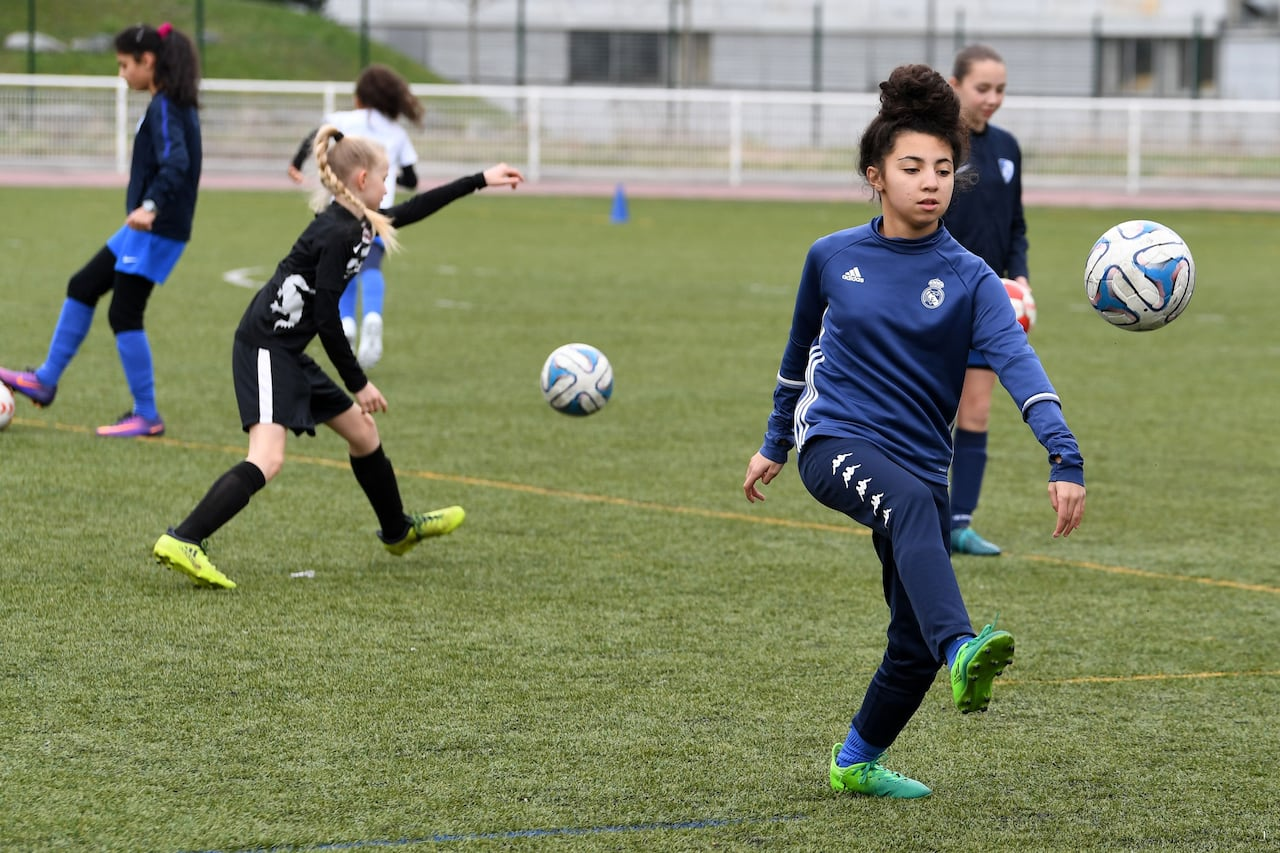 Can Soccer Headers Cause Brain Damage >> Female Soccer Players More Vulnerable To Brain Trauma From Heading