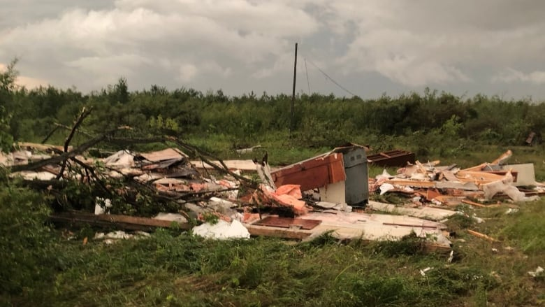 Massive tornado on ground in Alonsa, Man.