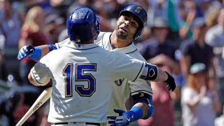 Jays can't complete sweep as Seager, Cruz power Mariners to win