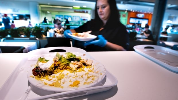 How one Canadian food court eliminated 117 bags of garbage a day | CBC News