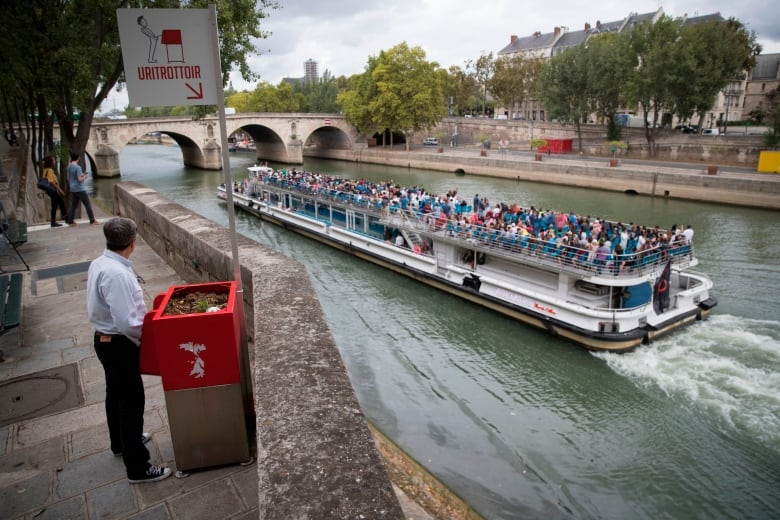 New open-air urinals infuriate residents in Paris