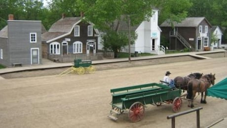Spooked horse caused wagon crash at Fort Edmonton Park, official says
