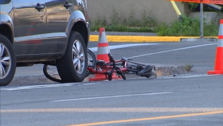 Cyclist, 63, in hospital after collision with car in Mercier–Hochelaga-Maisonneuve
