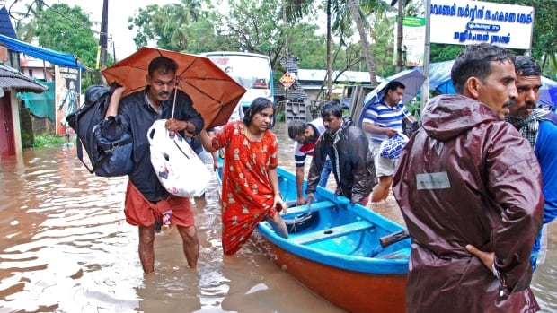 Floods in southern India kill 164 as survivors evacuated from rooftops | CBC News