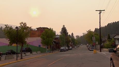 Crews plan controlled burns as Kimberley, B.C., remains under wildfire evacuation alert