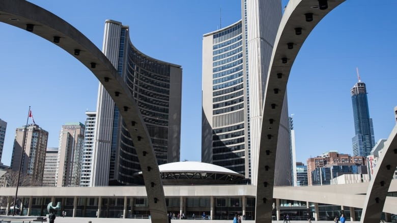 toronto councillors vote to ask feds to stop ontario council cutting