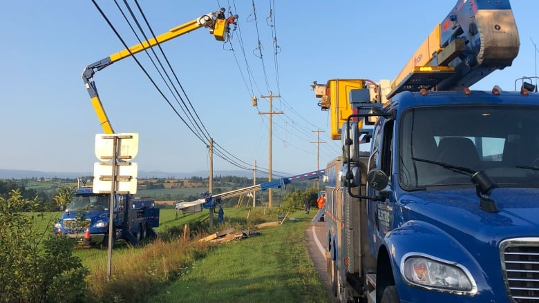 Vehicle accident knocks out power on north shore cbc news for North shore motor works