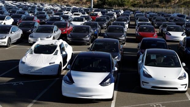 Hertz to buy 100,000 Teslas for its rental fleet by next year
