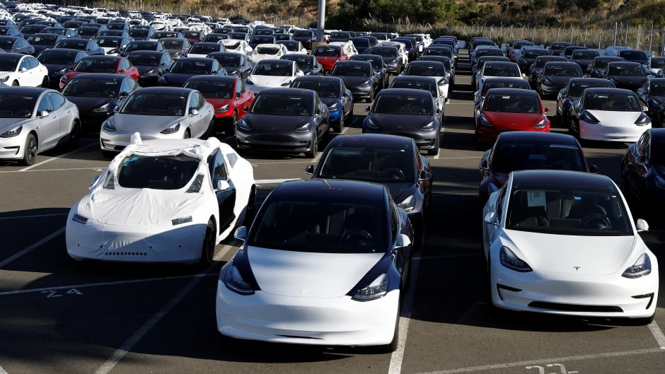 cbc.ca - The Associated Press - Hertz to buy 100,000 Teslas for its rental fleet by next year