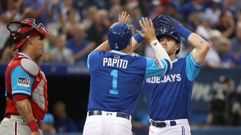Blue Jays' Morales ties club record, homers in six straight games