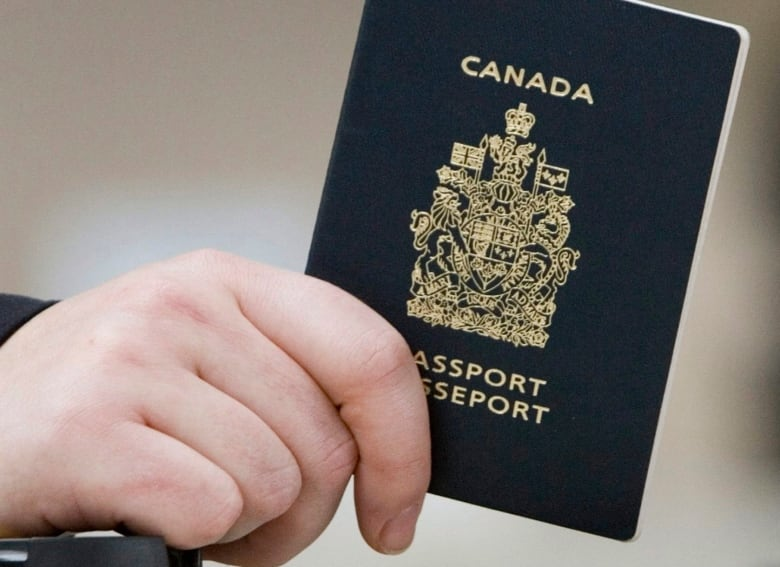 Border officials to start sharing data about U S , Canadian