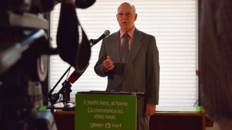 Minimum wage hike, new waste reduction targets among Green Party campaign promises thumbnail