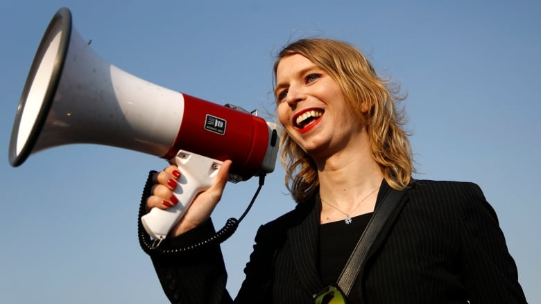 Chelsea Manning to be barred from entering Australia