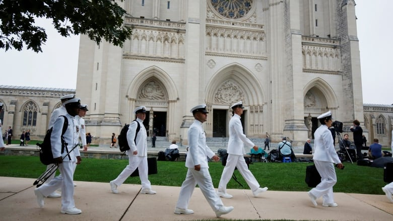 Obama, Bush pay tribute to John McCain at cathedral service