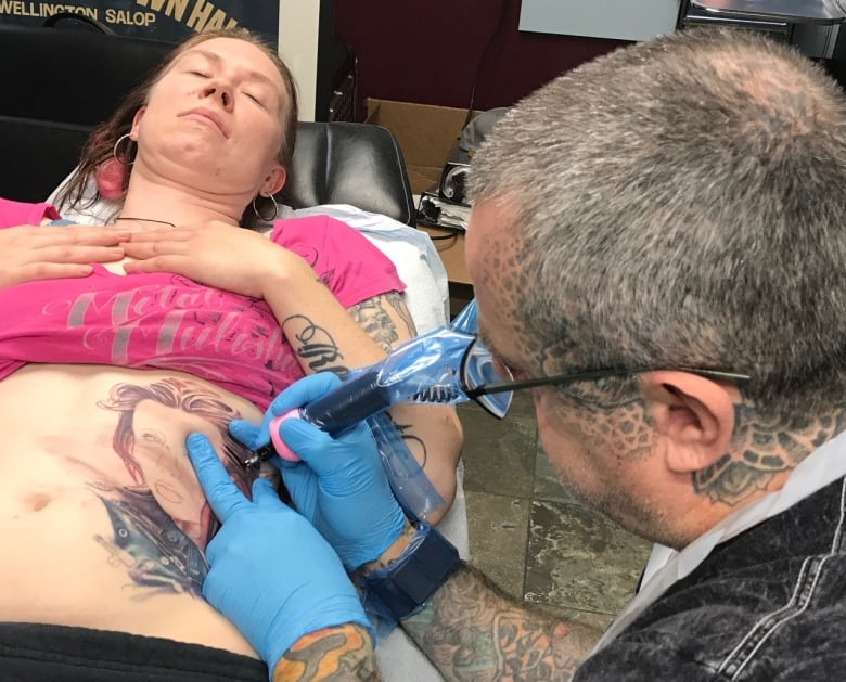 bd8a81fb7 Amy Rothery won a contest to have a free tattoo cover-up by Steve Peace.  (Danielle Nerman/CBC)