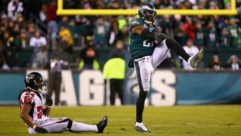 Eagles begin title defence with playoff rematch against