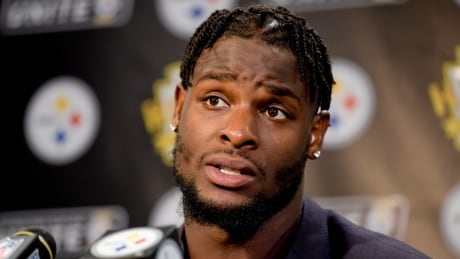 Steelers refuse to blink in standoff with star RB Le'Veon Bell