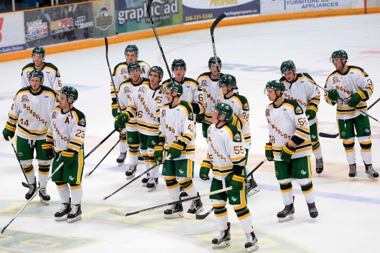 46e55c3a657 Humboldt Broncos players salute the crowd after a 2-1 on Wednesday night  against the Nipawin Hawks. (Jonathan Hayward The Canadian Press)