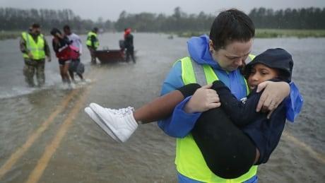 3 dead as hurricane florence wreaks havoc along north carolina coast