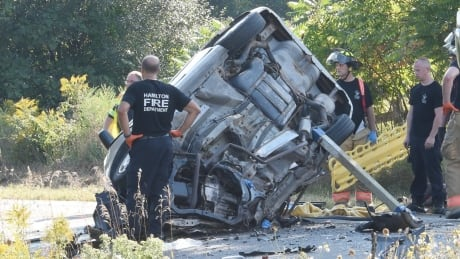 2 children in critical condition after major Glanbrook, Ont., crash