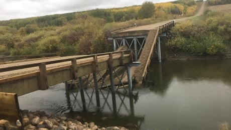 Municipality where bridge collapsed opening day doesn't regret declining provincial cash for better bridge