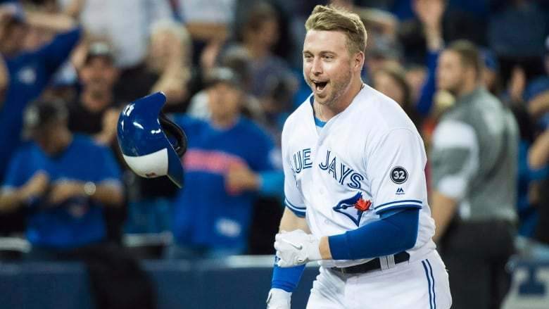Smoak completes 6-run comeback with walk-off HR