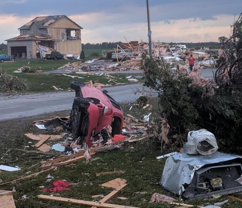 What is happening around you, around the world? Thread #2 - Page 74 Car-destroyed-nicole-nivotny-dunrobin-sept-21-ottawa-tornado