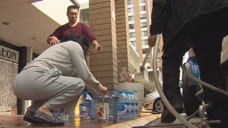 'It's not pleasant': Hundreds of people without water at Vancouver's Langara Gardens complex