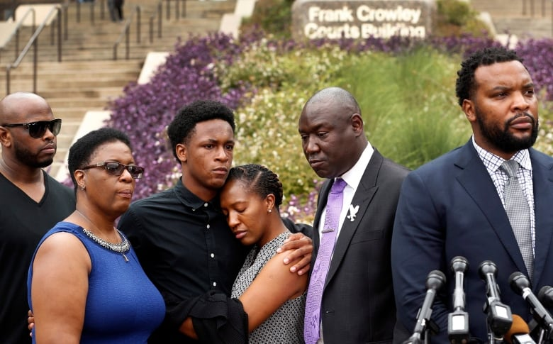 Former Dallas Officer Who Shot an Unarmed Man, Charged With Murder