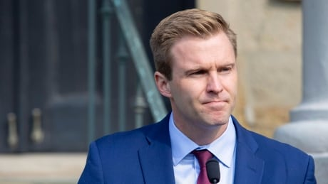 Gallant will enjoy financial perks of decision to stay Liberal leader until successor found
