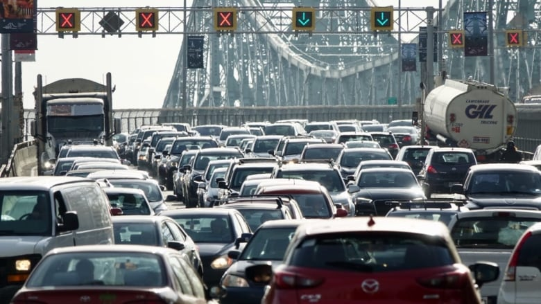 Quebec's ban on new gas-powered cars by 2035 will not get province to emission reduction targets, experts say thumbnail