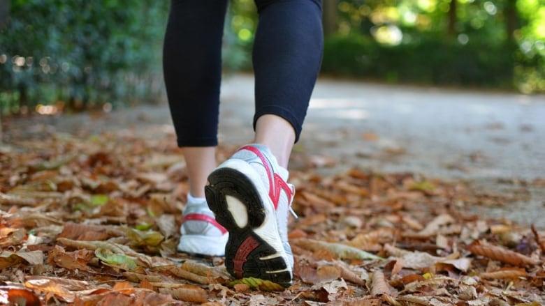 faire du sport femme marche à pied