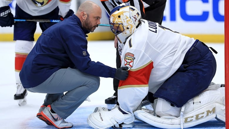 Panthers Goalie Roberto Luongo Avoids Surgery On Right Knee Cbc Sports