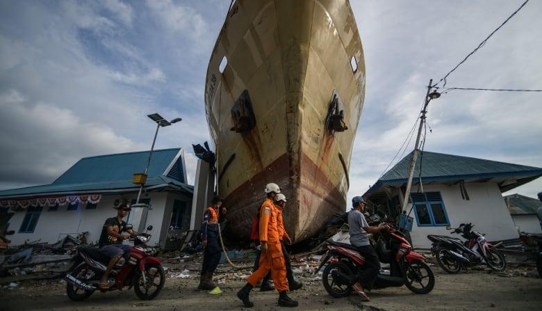Death toll from Indonesia quake and tsunami nears 2,000