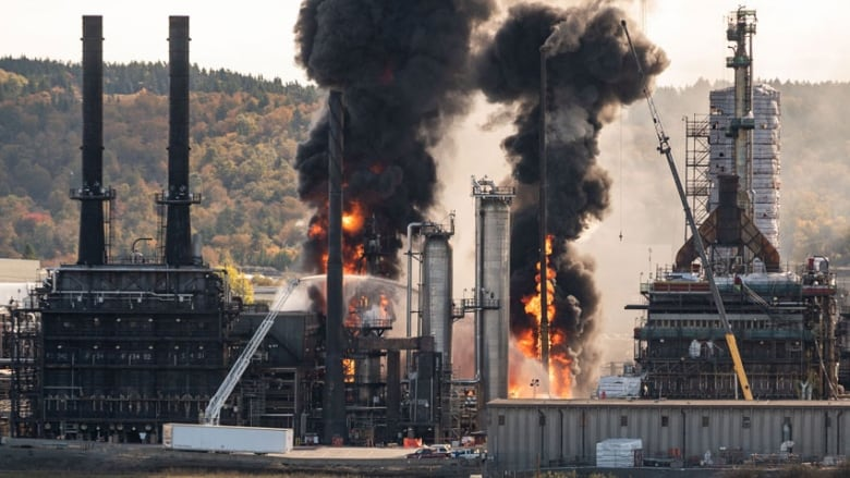 following saint john oil refinery blast and fire irving oil to
