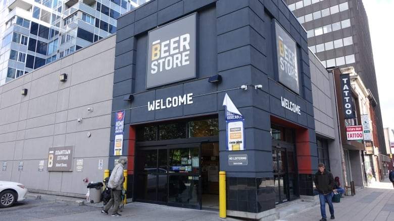 downtown beer store 39 s closure brews up bad feelings cbc news. Black Bedroom Furniture Sets. Home Design Ideas